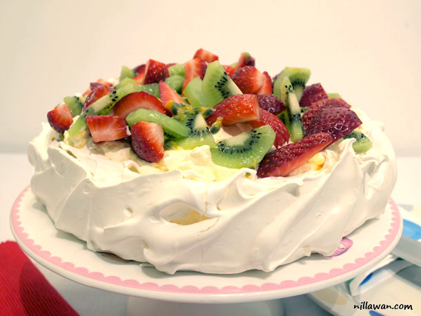 Berry Yummy Pavlova
